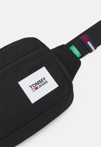 Tommy Jeans - URBAN ESSENTIALS BUMBAG - Bum bag - black - 3