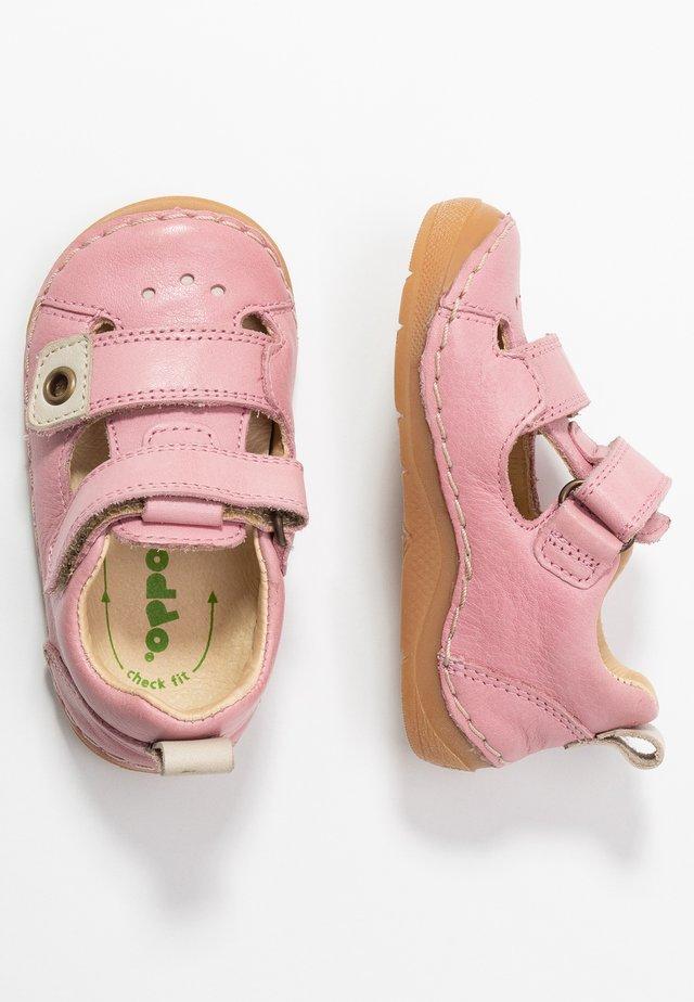 PAIX DOUBLE WIDE FIT - Lær-at-gå-sko - pink