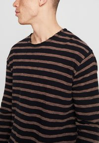 Tigha - ALISTER - Pullover - black/pale brown - 4