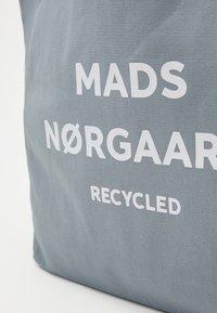 Mads Nørgaard - BOUTIQUE ATHENE - Shoppingveske - grey/white - 3