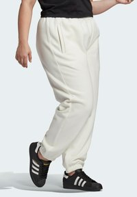adidas Originals - HIGH RISE CUFFED PANTS - Tracksuit bottoms - white - 2