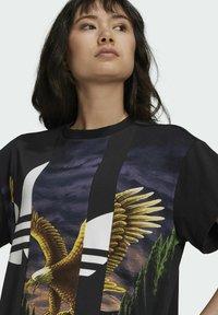 adidas Originals - Dry Clean Only xGRAPHIC TEE - T-shirt imprimé - black - 4