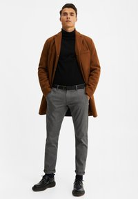 WE Fashion - MANTEL - Classic coat - cognac - 1