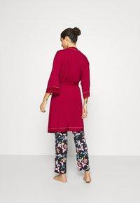 Triumph - AMOURETTE SPOTLIGHT ROBE - Dressing gown - rosso masai - 2