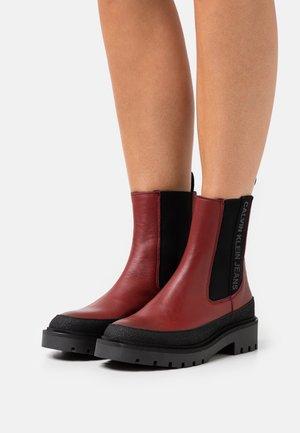 COMBAT MID CHELSEA BOOT - Platform ankle boots - raspberry juice