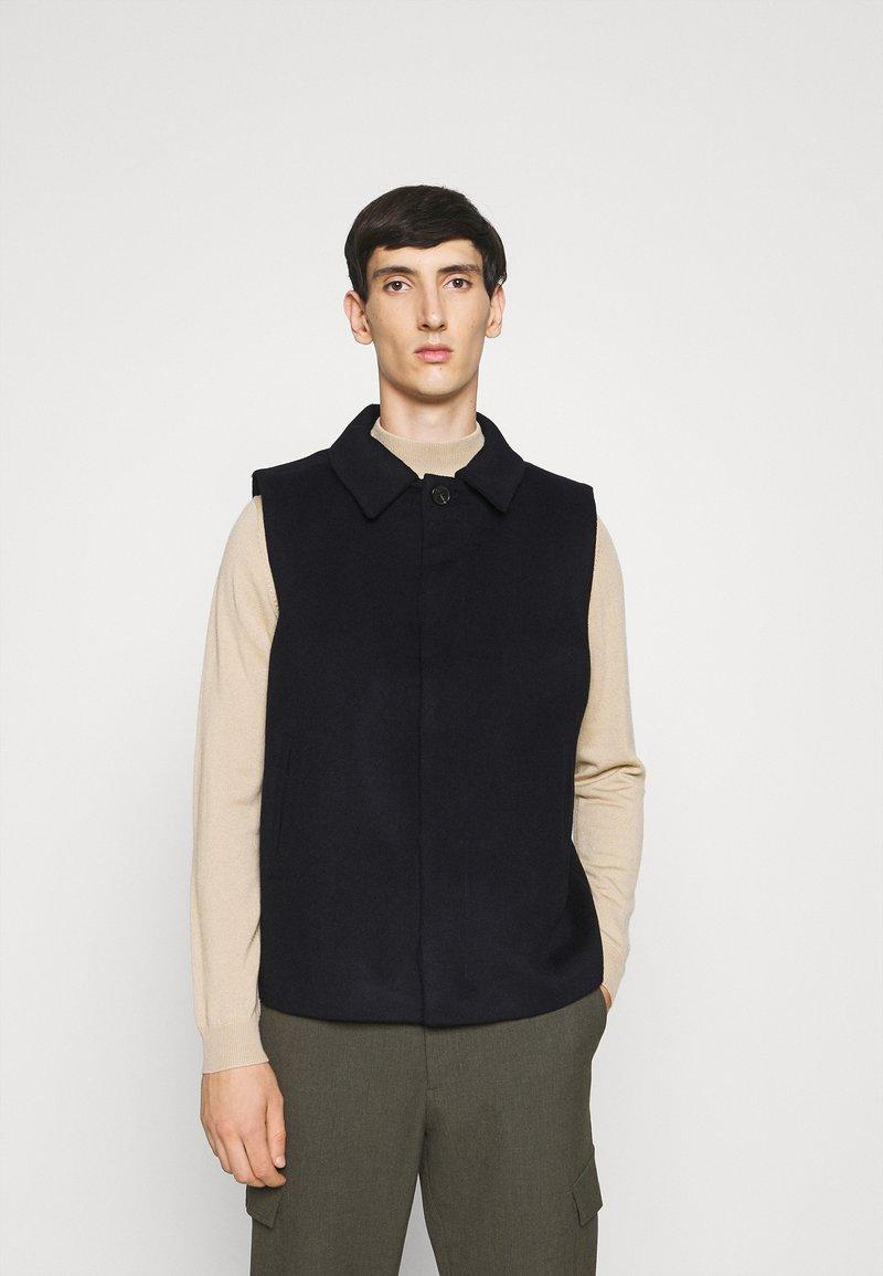 Bruuns Bazaar - HEJA MARTIN WOOL VEST - Bodywarmer - navy blazer