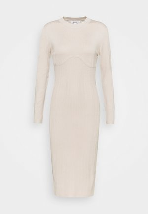 SCULPTURED CHEST MIDI DRESS - Pletené šaty - stone