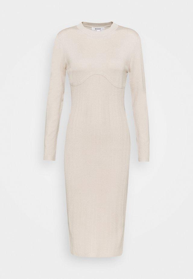 SCULPTURED CHEST MIDI DRESS - Pletené šaty - stone