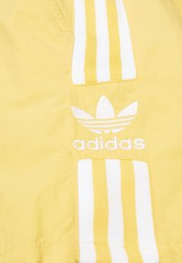 adidas Originals - 2020-03-25 SHORTS - Shorts - yellow - 2