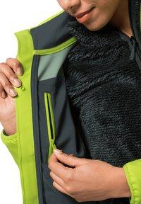 Jack Wolfskin - DELTA TOUR JKT W - Soft shell jacket - bright lime - 2