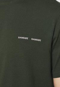 Samsøe Samsøe - NORSBRO - Camiseta estampada - kambu green - 4
