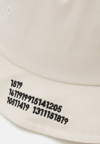 Only & Sons - ONSHARVEY NUMBER BUCKET HAT UNISEX - Hat - off white - 2