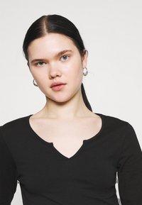 Even&Odd - Langærmede T-shirts - black - 3