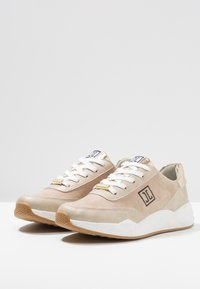 JETTE - Trainers - gold - 3
