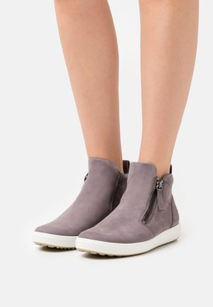 SOFT - Ankle boots - gravity