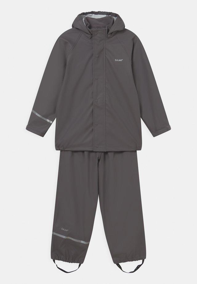 BASIC RAINWEAR SOLID SET UNISEX - Rain trousers - grey