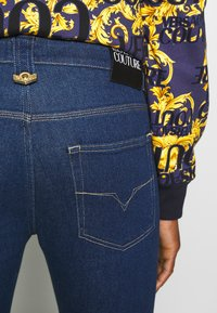 Versace Jeans Couture - MILANO ICON - Jeansy Slim Fit - indigo - 3