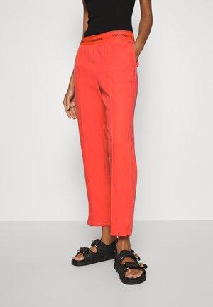 BRANDED - Spodnie materiałowe - red