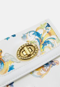 Versace Jeans Couture - LULA FRENCH WALLET - Wallet - multicoloured - 4