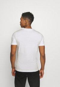 Puma - SMALL LOGO TEE - Print T-shirt - white - 2