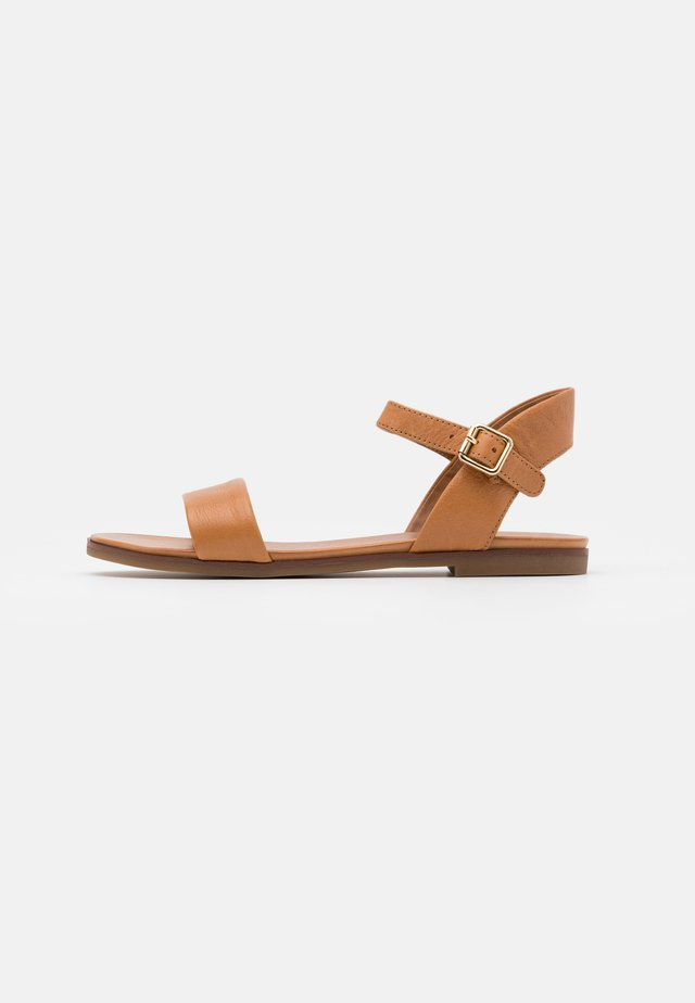 ETERILLAN - Sandals - cognac