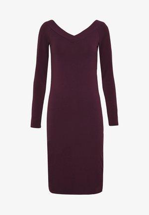 PCMALIVA OFF SHOULDER DRESS - Shift dress - winetasting