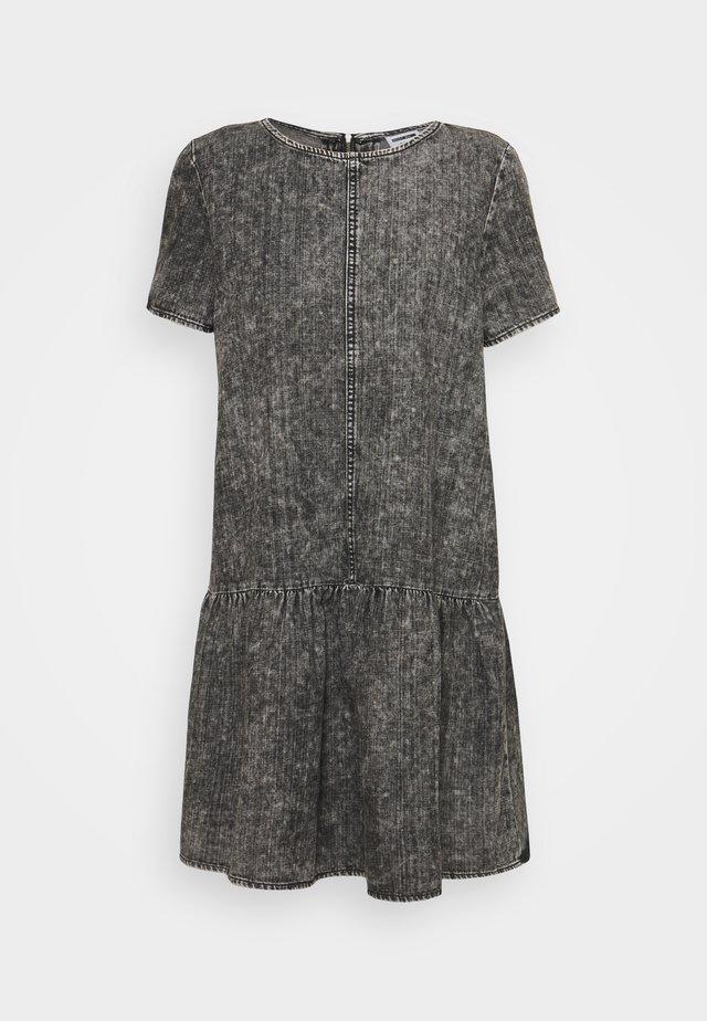 NMEMILIA DRESS - Denim dress - medium grey denim