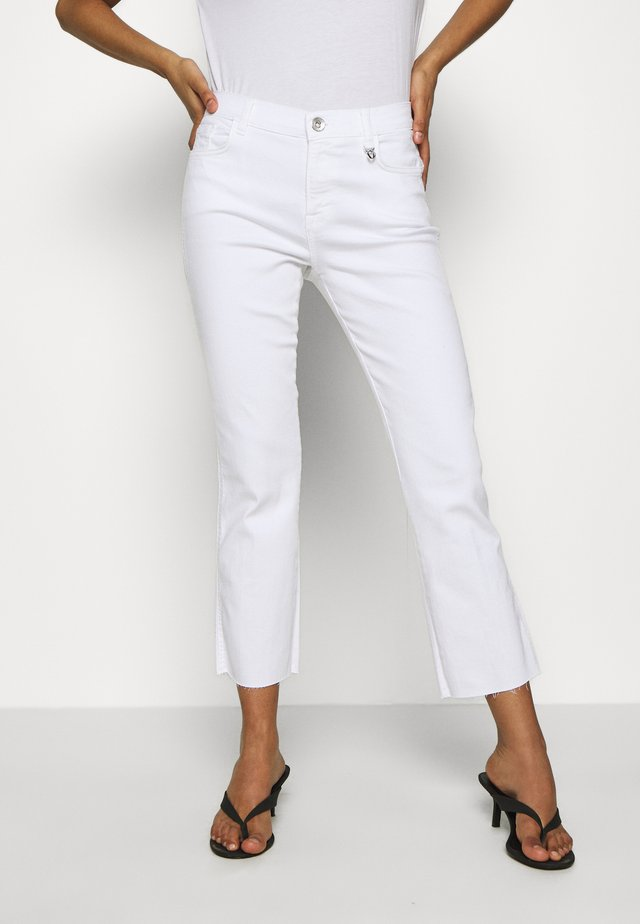 ASHLEY JEANS - Slim fit jeans - white