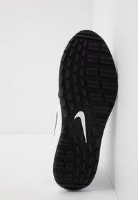 Nike Golf - AIR MAX 1 G - Golfové boty - white/black - 4
