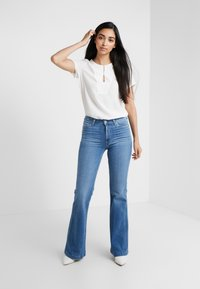 Paige - GENEVIVE  - Flared jeans - north star destessed - 1