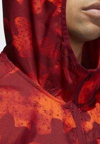 adidas Performance - OWN THE RUN CAMOUFLAGE JACKET - Softshelljacka - orange - 4