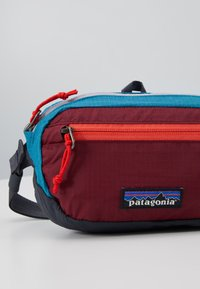 Patagonia - ULTRALIGHT BLACK HOLE MINI HIP PACK UNISEX - Bum bag - patchwork: roamer red - 6