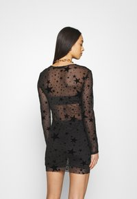 Missguided - HALLOWEEN STAR FLOCKED BODYCON DRESS - Shift dress - black - 2