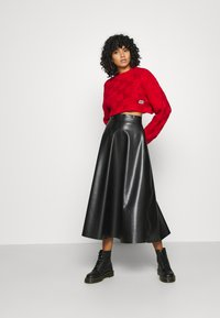 The Ragged Priest - CHUNKY WAFFLE STITCH SUPER CROPPED  - Jumper - red - 1