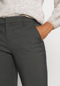 Vero Moda - VMLEAH CLASSIC PANT - Trousers - peat - 4