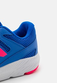 New Balance - 570 LACES UNISEX - Neutral running shoes - blue - 5