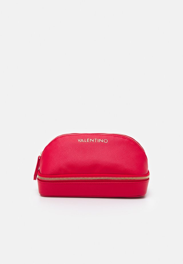 SOFT COSMETIC CASE - Kosmetická taška - rosso