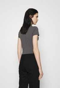 Nly by Nelly - PERFECT CROPPED TEE - Basic T-shirt - off black - 2