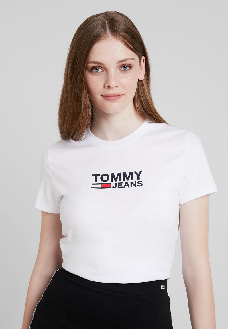 Tommy Jeans - TJW CORP LOGO TEE - T-shirt med print - classic white