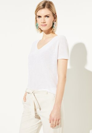 MIT TRANSPARENZ-EFFEKT - Basic T-shirt - white