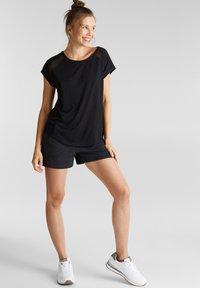 Esprit Sports - MIT NETZ-EINSATZ - Print T-shirt - black - 1