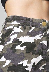 Missguided Petite - HIGH WAISTED CAMO CARGO TROUSERS - Pantaloni - grey - 4