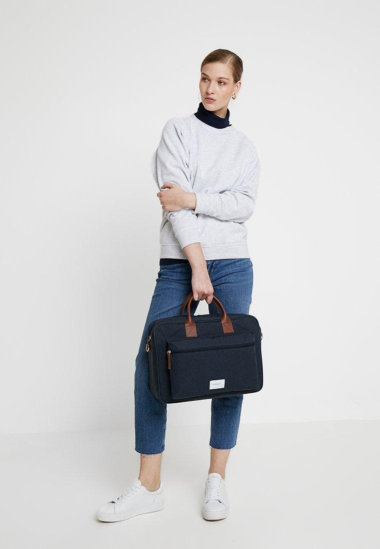 Sandqvist Emil - Notebooktasche Navy/cognac/dunkelblau