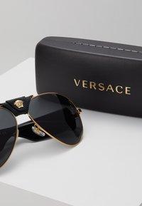 Versace - Lunettes de soleil - gold-coloured - 3
