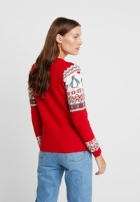 Dorothy Perkins - FAIRISLE TINSEL PENGUIN - Maglione - red - 2