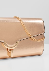 Dorothy Perkins - CURVE LOCK  - Pochette - rose gold-coloured - 5