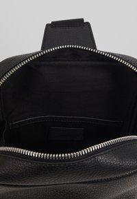 STUDIO ID - CROSSBODY BACK BAG - Sac bandoulière - black - 5