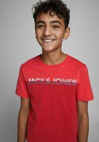 Jack & Jones Junior - Print T-shirt - bittersweet - 3
