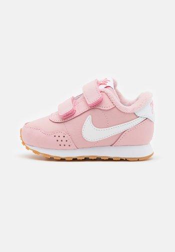 VALIANT UNISEX - Sneakers basse - pink glaze/white/light brown/obsidian