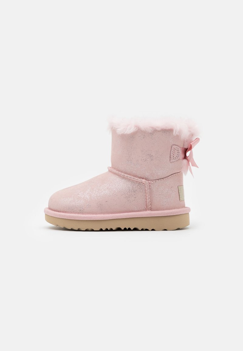 UGG - MINI BAILEY BOW SHIMMER - Classic ankle boots - pink cloud